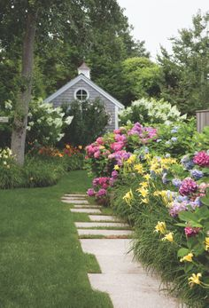 Beautiful backyard with Hydrangea, Daylilies and White Lilacs. Landscape Design, Garden Design, Daylily Garden, Hydrangea Garden, Flowers Garden, Day Lilies, Garden Spaces, Dream Garden, Garden Landscaping