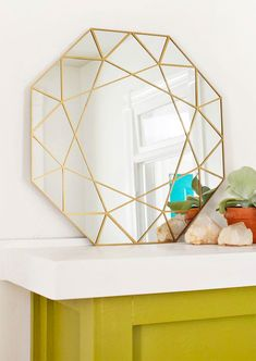 Gem Mirror DIY + Easy Mirror Cutting Technique (click through for tutorial) - DIY and Crafts, Gifts, Handmade Ideias - DIY and Crafts Ideias Decor Crafts, Diy Room Decor, Home Decor, Diy Crafts, Diy Décoration, Easy Diy, Simple Diy, Diy Home Accessories, Diy Casa