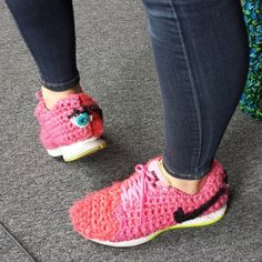 Knithacker shared the yarn bombed shoes of #crochet artist London Kaye