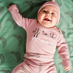 """Completino Bio """"Moon"""" #mamamelocompras #christmas #xmas #christmaspicture #picture #photography #kid #newborn #baby #holiday #winter #noel #gift #christmaspresent #christmasgift #natale #fotodelnatale #fotografia #abbigliamentobambini #negozionline #regalinatale #bambini #neonati #inverno #regalo #idearegalo #popolare #mamamelocompras #vacanze #regalodinatale #prezzibassi #outletabbigliamento #outletbambini #tutine #vestitini #scontionline"""