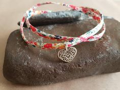 ⭐Get ready for summer with this Liberty of London fabric anklet with a 2cm silver plated heart charm. ⭐The anklet measures approx.46cm plus a 2cm extension chain and will wrap around your ankle twice. ⭐Your anklet will be delivered to you first class and will arrive in an organza
