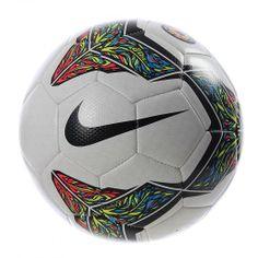 27adf27285c97 Juega al máximo con el Balón Nike Strike CSF el cual cuenta con una cámara  de aire de caucho reforzada para un tacto uniforme y una mayor retención de  la ...