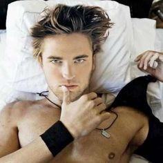 Robert Pattinson, looking hot Top Celebrities, Celebs, Pretty People, Beautiful People, Water For Elephants, Robert Pattinson And Kristen, Dream Guy, Most Beautiful Man, Man Crush