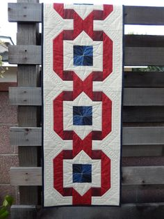 Patriotic Ribbon Table Runner and great quilting
