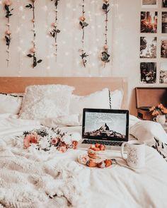Cute Room Decor, Room Decor Bedroom, Bedroom Ideas, Bedroom Designs, Bedroom Inspo, Bedroom Green, Flower Room Decor, Bedroom Colours, Bedroom Black