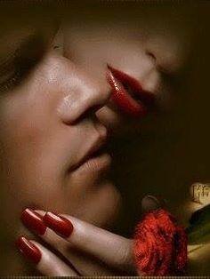 ♡ L'amore nasce con un Sorriso, Cresce con un Bacio e Finisce con una Lacrima... Quindi non piangere perchè è finito, ma sorridi perchè c'è stato!!!♡