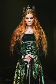 Portrait of a beautiful red-haired woman in green medieval dress Medieval Dress, Medieval Fantasy, Lady Macbeth, Photo Portrait, Fantasy Photography, Bridal Photography, Redheads, Character Inspiration, Character Art