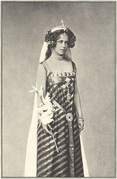 Queen Marie of Romania. Granddaughter of Queen Victoria. Good old Queen Marie. She's so utterly improbable. Victoria And Albert, Queen Victoria, Queen Mary, King Queen, Romanian Royal Family, Princess Alexandra, English Royalty, Royal Jewels, Crown Jewels