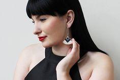 """""""Cléopâtre"""" couleur bleu marin et beige - boucles d'oreilles pendantes - faits main - métal acier inoxydable anti-allergène"""