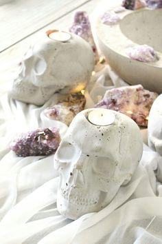Concrete Bowl, Diy Concrete, Cement, Halloween Prints, Easy Halloween, Skull Candle, How To Make Diy, Fall Diy, Diy Halloween Decorations