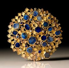 """Brooch by Judith Kaufman. yellow gold, green gold, rose gold, sapphires and diamonds. Funny how """"lapis"""" looks so good against """"gold,"""" but """"blue and yellow"""" makes me think of kitchen curtains. Contemporary Jewellery, Modern Jewelry, Jewelry Art, Antique Jewelry, Vintage Jewelry, Fine Jewelry, Jewelry Making, Etsy Jewelry, Art Nouveau"""