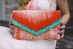 Envelop clutch met geschilderde abstracte ontwerp, Hand geschilderde clutch portemonnee met mintgroen en koraal, kleurrijke clutch tas