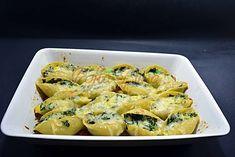 Paste scoici cu spanac si cascaval Paste, Ricotta, Cauliflower, Shrimp, Cooking Recipes, Meat, Baking, Vegetables, Food