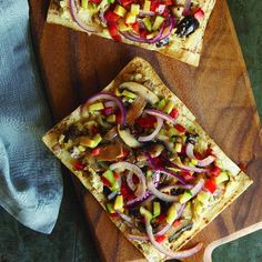 Fast Veggie Pizza with Olive and Oregano Hummus Recipe | http://aol.it/OHFzH6