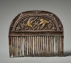 Ornamental comb, China, probably smile emoticon Tang Dynasty, Parcel gilt silver Galerie Zacke, Vienna