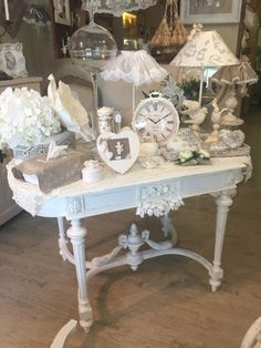 Discover recipes, home ideas, style inspiration and other ideas to try. Ikea Hacks Makeup Vanity, Rustic Makeup Vanity, Antique Makeup Vanities, Bathroom With Makeup Vanity, Shabby Chic Vanity, Rustic Vanity, Shabby Chic Bedrooms, Shabby Chic Decor, Rustic Decor