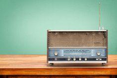 Vandaag, 13 februari, is het Wereld Radio Dag. Het medium is honderd jaar ouder dan het internet maar wereldwijd nog steeds de meest gebruikte bron van nieuws en informatie. 'Radio heeft bovendien een belangrijk sociaal aspect', zegt media-expert Martin Scott.