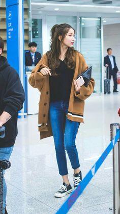 Korean Casual Outfits, Korean Outfit Street Styles, Korean Street Fashion, Trendy Outfits, Airport Fashion, Ulzzang Fashion, Blackpink Fashion, Asian Fashion, Fashion Pants