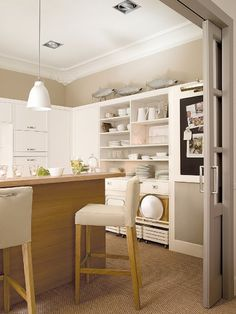 ChicDecó: Una bella cocina en blanco y tonos naturalesBeautiful white and neutral kitchen