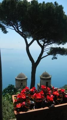 Ravello: Visited the Amalfi coast in 2007 and 2010. The people were so friendly and the food and scenery were amazing!   I never saw such amazing views and never