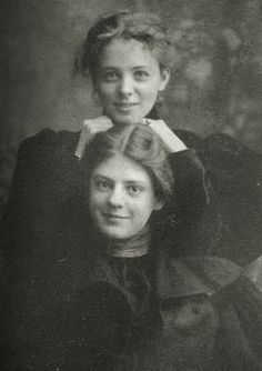 Maude Adams and Ethel Barrymore. This isn't Ringo's Maude. This Maude Adams was the first to play Peter Pan on Broadway in Antique Photos, Vintage Pictures, Vintage Photographs, Old Pictures, Vintage Images, Old Photos, Golden Age Of Hollywood, Classic Hollywood, Old Hollywood
