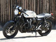 "Honda CB 1100 ""Hakofugu Cafè"" by White House Japan Cb Cafe Racer, Cafe Racers, Vintage Motorcycles, Custom Motorcycles, Custom Bikes, Motorcycle Exhaust, Motorcycle Types, Baggers, Choppers"