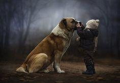 Une mère prend des photos magiques de ses enfants et leurs animaux