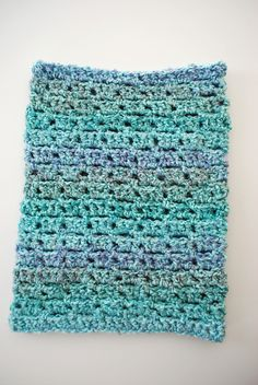 Cozy Cowl. Free Pattern from B.hooked Crochet.