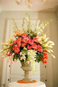 15 Awesome Floral Arrangements Ideas for Your Home Decoration Succulent Wedding Centerpieces, Wedding Flower Arrangements, Floral Centerpieces, Floral Arrangements, Wedding Flowers, Tulip Wedding, Wedding Coral, Tall Centerpiece, Wedding Dresses