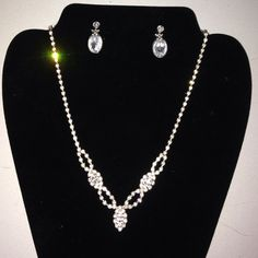 Swarovski clear crystal necklace and earrings great for formal event  very elegant