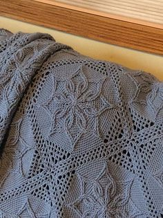 Ravelry: Starburst Afghan pattern by Nancy Smith. //  ♡ HARD TO BELIEVE THAT THIS IS CROCHET! LOVE THE WHITE VERSION! ♥A