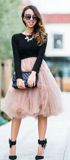 24da322464f Jupon en tulle   Chicwish Blush Tulle Skirt with Bow Heels Sandals and Bib  Necklace or Black Long Sleeve Top