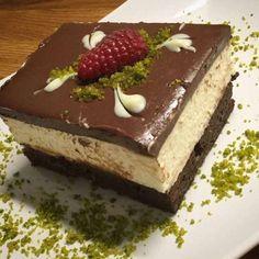 Όταν υπάρχει διάθεση και χρόνος δημιουργείς Υλικά 6 αυγά 6 κουτ. σούπας κοφτές ζάχαρη 6 κουτ. σούπας κοφτές αλεύρι 4 κουτ. σούπας γεμάτες κακάο 4 κουτ σούπ Greek Sweets, Greek Desserts, Party Desserts, Summer Desserts, Sweets Recipes, Cookie Recipes, Dessert Pasta, Low Calorie Cake, Homemade Sweets
