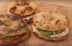 """750g vous propose la recette """"Bagels au saumon"""" accompagnée de sa version vidéo pour cuisiner en compagnie de Chef Damien et Chef Christophe."""
