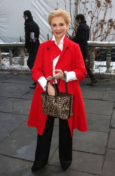 Carolina Herrera Printed Tote - Carolina Herrera's red coat, black slacks, and leopard-print tote were a flawless combination. Mature Fashion, Over 50 Womens Fashion, Fashion Over 50, Trendy Outfits, Fall Outfits, Clothes For Women Over 50, Ch Carolina Herrera, Ideias Fashion, Fashion Design