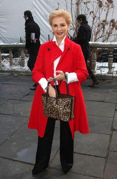 Carolina Herrera Printed Tote - Carolina Herrera's red coat, black slacks, and leopard-print tote were a flawless combination. Mature Fashion, Over 50 Womens Fashion, Fashion Over 50, Ch Carolina Herrera, Clothes For Women Over 50, 50 Style, Classic Style, Advanced Style, Ideias Fashion