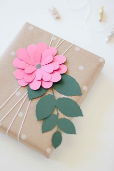 paper flower gift wrap: pink bloom via ANASTASIA MARIE You are in the right place about gifts teache Creative Gift Wrapping, Creative Gifts, Unique Gifts, Wrapping Gifts, Gift Wrapping Ideas For Birthdays, Diy Creative Ideas, Birthday Wrapping Ideas, Cute Gift Wrapping Ideas, Creative Gift Packaging