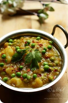 Aloo Matar Dhariwala - simple peas and potato curry