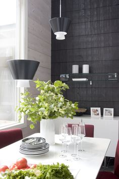Inspiration for a modern log house - Honka Interior Walls, Interior Design, Interior Ideas, Log Wall, Log Home Interiors, Wooden House, House In The Woods, Log Homes, Kitchen Dining