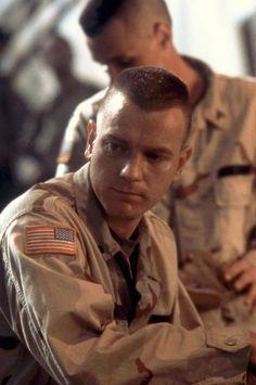 BLACK HAWK DOWN, Ewan McGregor, 2001 | Essential Film Stars, Ewan McGregor http://gay-themed-films.com/film-stars-ewan-mcgregor/