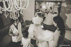 Prova do vestido de noiva . Atelier Luciana Collet . Estúdio Caixa de Retratos. www.caixaderetratos.wordpress.com