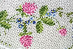 Large exellently done vintage 1950s handmade cross-stitch embroidery on bone white linen table-cloth with pink and blue clover/ forgetmenot flower motive.    SIze: 35.5 * 36 / inch or 90 * 91 cms. Exellent vintage condition.