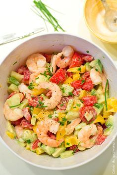 Salade grecque de tomates, avocats et crevettes Salade tomates, avocat, crevettes – Summer Salad with tomatoes avocados and shrimps Paleo Recipes, Cooking Recipes, Detox Recipes, Avocado Recipes, Summer Salads, Superfood, Food Inspiration, Love Food, Food And Drink