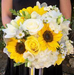 25 Amazing Sunflower And Rose Bouquet - weddingtopia Modern Wedding Flowers, Yellow Wedding Flowers, Burgundy Wedding, Bridal Flowers, Rose Wedding, Wedding Sunflowers, Maroon Wedding, Yellow Roses, Yellow White Wedding