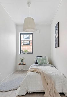 27 Amazing Small Apartment Bedroom Design Ideas And Decor. If you are looking for Small Apartment Bedroom Design Ideas And Decor, You come to the right place. Below are the Small Apartment Bedroom De. Small Apartment Bedrooms, Apartment Bedroom Decor, Small Room Bedroom, Guest Bedrooms, Small Rooms, Home Bedroom, Bedroom Wall, Simple Bedroom Small, Narrow Bedroom