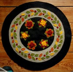 Penny Rug with color change, could be a laurel wreath