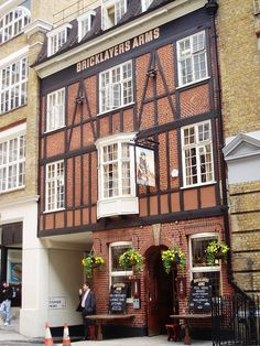 Bricklayers Arms, Fitzrovia, London This pub is a hidden gem and has comfortable seating areas. Located off the Tottenham Court Road at the end of Charlotte Street where it meets Oxford Street. London Pubs, London Places, Old London, Uk Pub, London Guide, Best Pubs, British Pub, Pub Crawl, Oxford Street