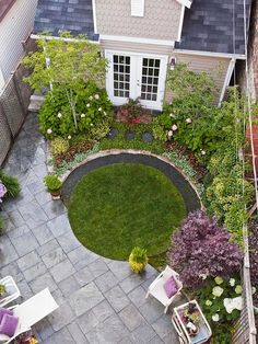 Patio Planning Small garden with a patio. Like the concept of the circular lawn, just a little biggerSmall garden with a patio. Like the concept of the circular lawn, just a little bigger Small Front Yard Landscaping, Small Backyard Gardens, Garden Spaces, Back Gardens, Small Gardens, Outdoor Gardens, Landscaping Ideas, Small Backyards, Backyard Ideas