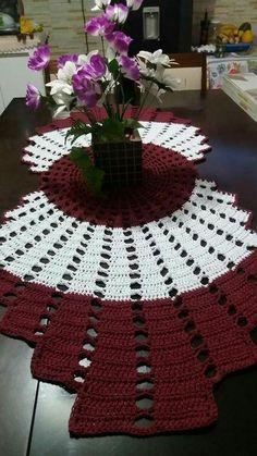 Idéias de trilhos de mesa feitos em Crochê veja trabalhos lindissimos