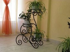 Creative Pot Ideas For Your Home Decor! Wrought Iron Decor, Wrought Iron Gates, Metal Plant Stand, Plant Stands, Steel Art, Iron Furniture, Furniture Design, Flower Stands, Iron Art